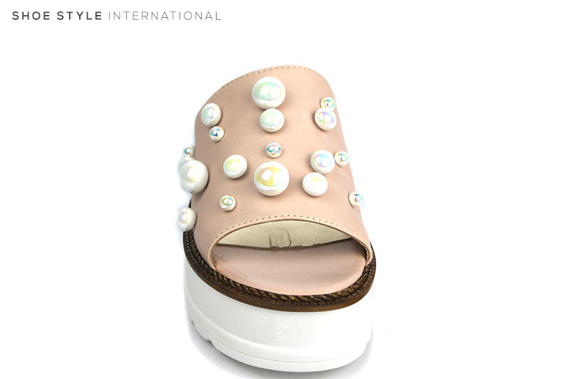 Marco More 733, Flatform Slider with Pearl Detail  Colour:   White Product Details:   Upper: Leather Lining: Leather