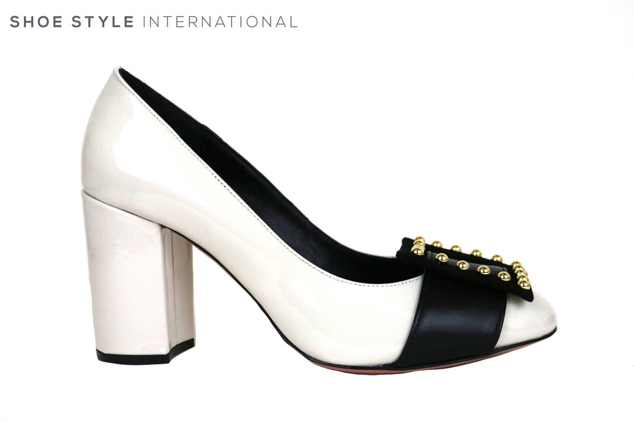 Oxitaly Gersa 425, Block High Heel in White Patent Leather, There is a black wide strip at the front of the show with a square design and suttle Gold Studs, Perfect Shoe for Occasion wear, Ireland Shoe Shops online, Shoe Style International, Location Wexford Gorey and Ireland