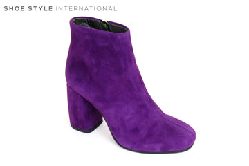 Oxitaly Gigia 330, Round toe Block High Heel ankle Boot with Zip Closing, This Suede Boot is Purple in Colour,  Ireland Shoe Shops online, Shoe Style International, Location Wexford Gorey and Ireland