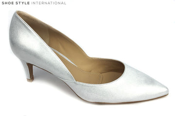 Perlato 10474 low heel court shoe with a closed toe, perfect shoe for occasion wear. Colour Silver, Shoe Style International