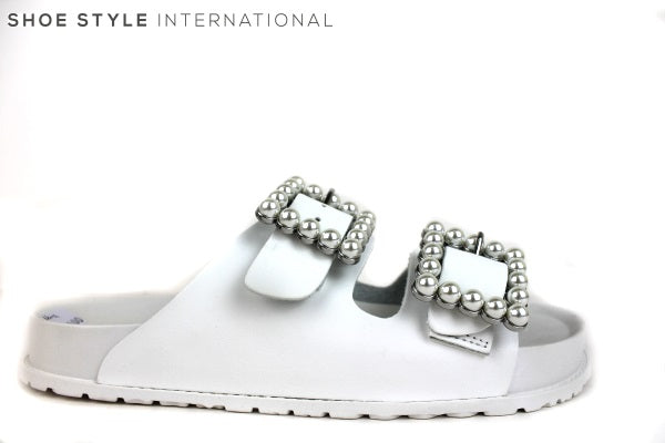 Steve Madden Nora, A slider with two pearl buckles at the front, colour White, Shoe Style International
