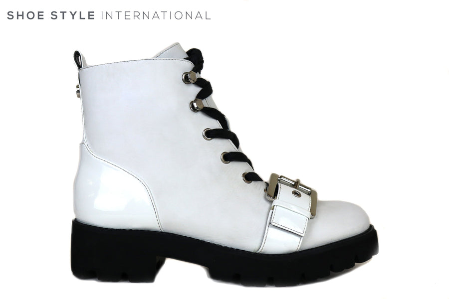 Steve Madden, Vixie White Ankle-boot with lace up and side Zip Closure, Ireland Shoe Shops online, Shoe Style International, Location Wexford, Gorey, Ireland