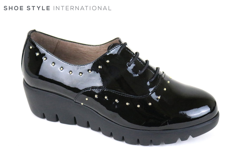 Wonders 33133, Patent Leather Lace up shoe, Colour Black with encrusted silver studs around the shoe,  Ireland Shoe Shops online, Shoe Style International, Location Wexford Gorey and Ireland