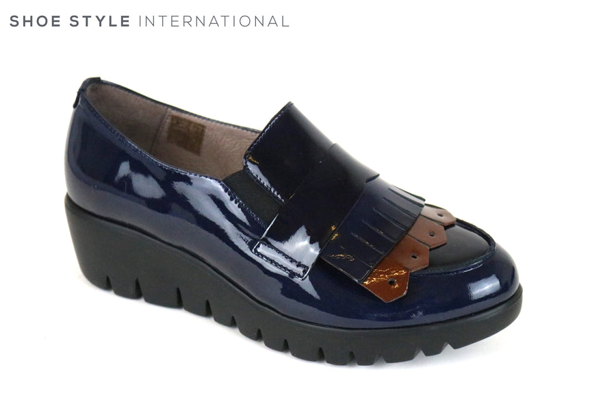 Wonders 33137, Wondersfly is a lightweight slip-on shoe, Colour is Navy with a fringe detail at the front of the shoe in colour burgundy,  Ireland Shoe Shops online, Shoe Style International, Location Wexford Gorey and Ireland