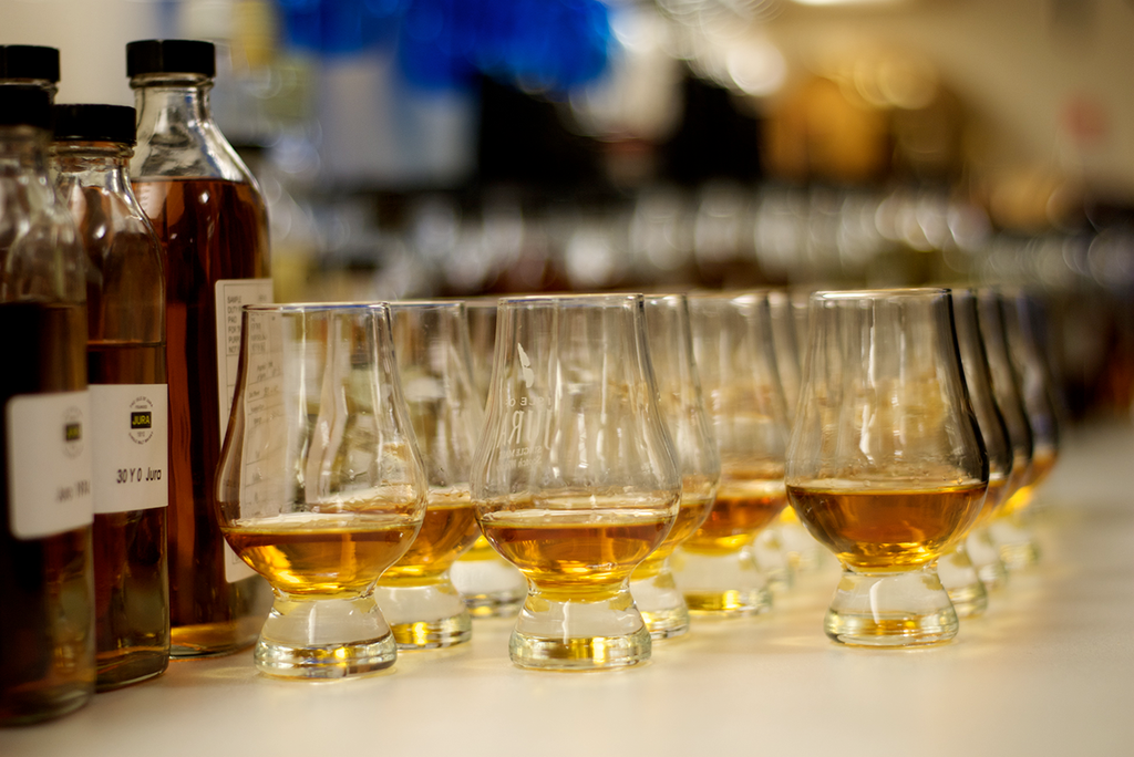 Your Guide to Hosting an Epic Whisky Tasting at Home