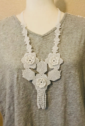 La Nueva Necklace, White