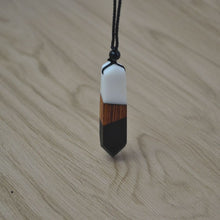 Load image into Gallery viewer, Vintage wood necklace pendant -   Diverse kleuren  35% Korting!