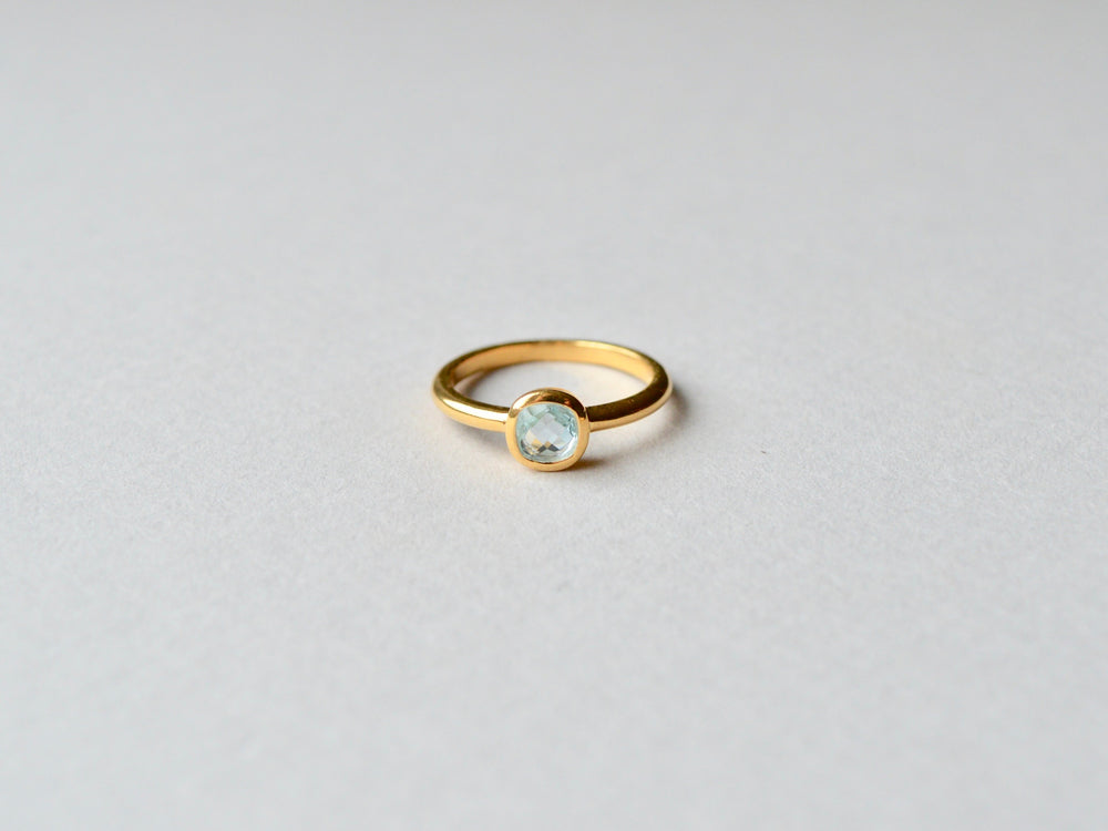Square Dot: Facettierter Prasiolith Ring vergoldet