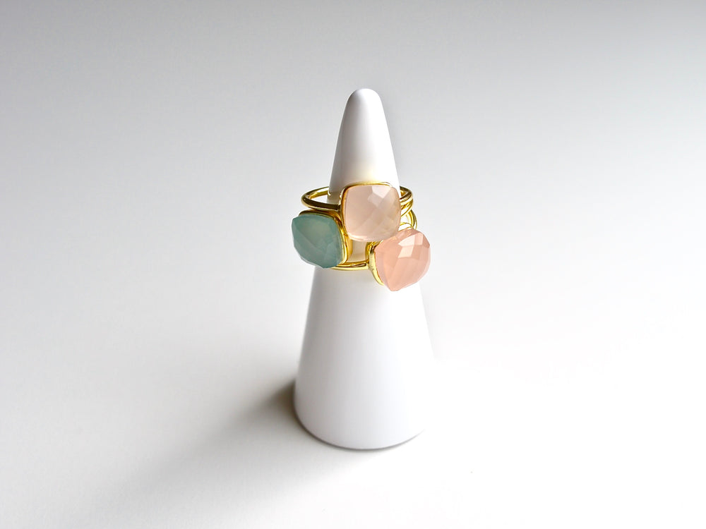 Square Dots: Rosa Chalcedon Ring vergoldet