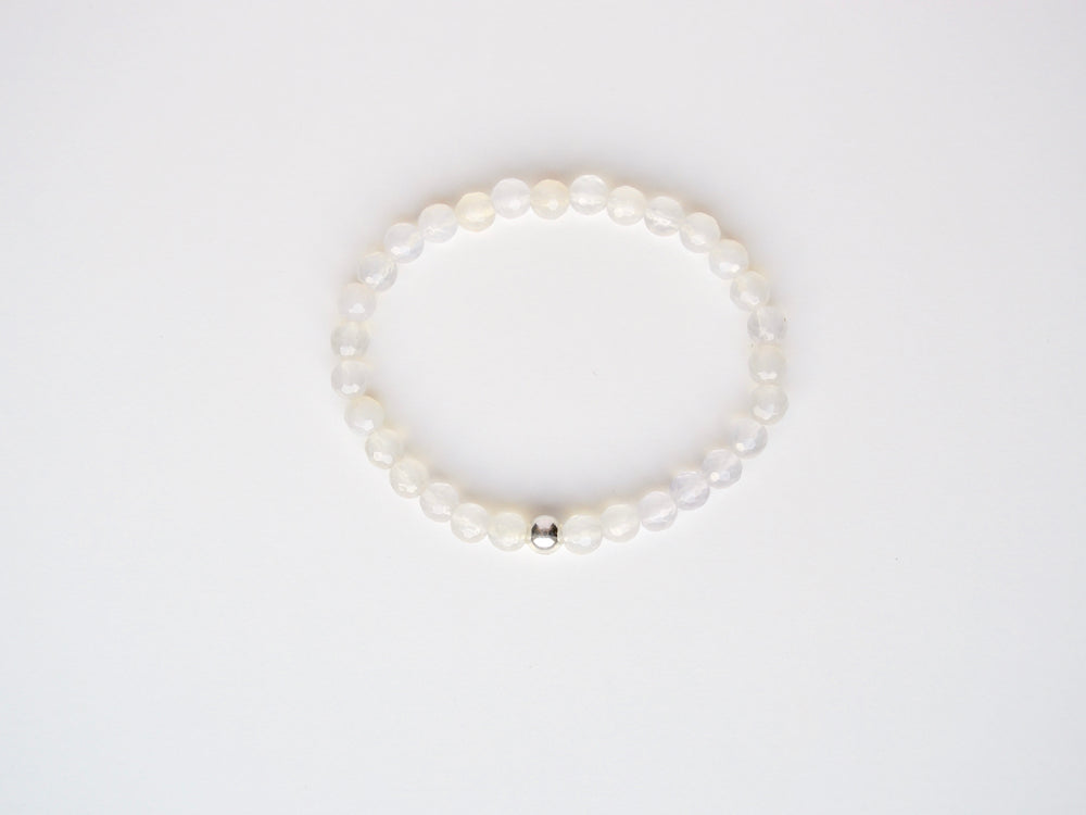 New in: Mondstein Armband silber