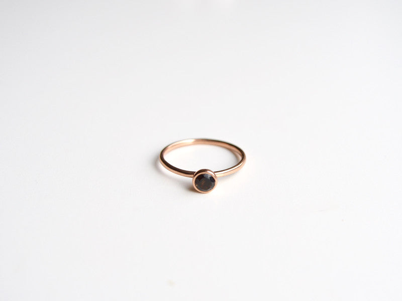 Tiny Gems: Black Onyx Ring rosévergoldet