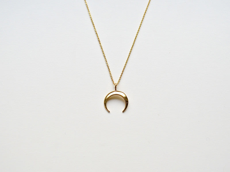 Layer it: Crescent Moon Kette vergoldet