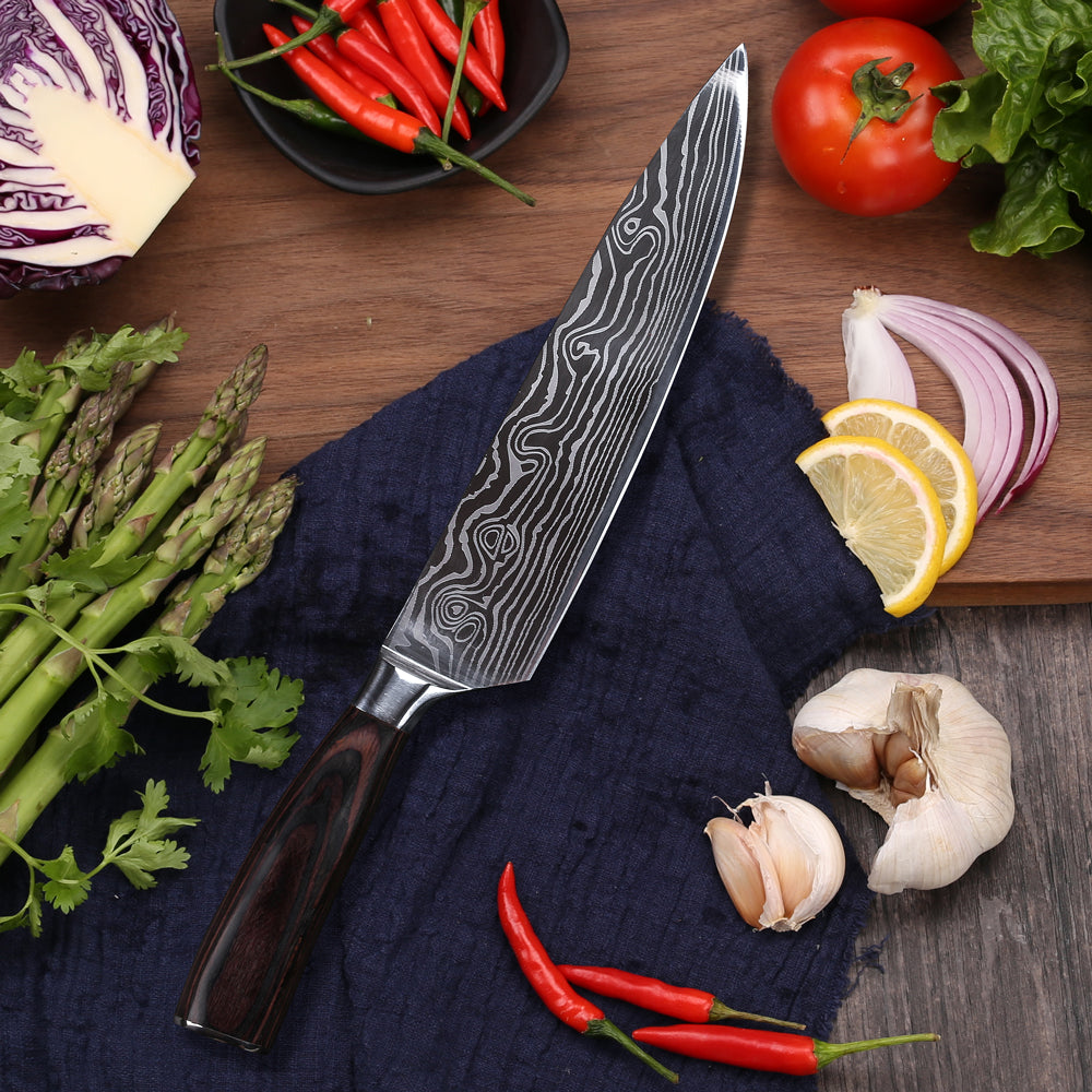 The Eden Classic Damast chef's knife is an absolute must-have for in your knife block. Anything is possible with this knife. Like the Santoku this European chef's knife is great for cutting vegetables, fish and fruit. But also finely chopping herbs, crushing pepper corns and peeling cloves of garlic is easy with this all-rounder.