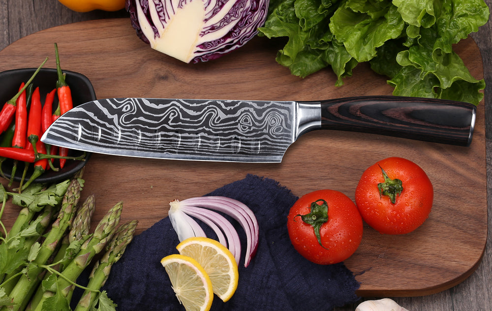 A chef's knife is the basis of a knife set and perfect for cutting vegetables, meat and fish. But can also be used as a rocking knife to finely chop herbs. For this cutting technique the chef's knife is moved up and down alongside the finger while the tip never leaves the cutting board. As a result you are left with a rocking movement.