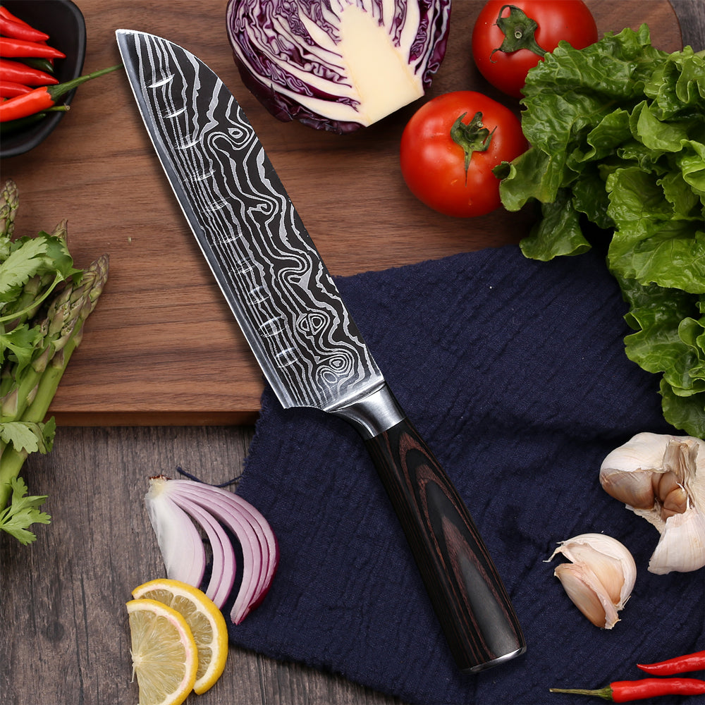 In general a chef's knife has a blade of approximately 20 cm long. There are also smaller chef's knives with a blade length of circa 16 cm while professional chefs actually look for longer knives. Chef's knives have a high blade of approximately 4 to 5 cm to make sure you can place the fingers of the hand you use to hold the ingredient against the side of the blade. As a result you can work safely and quickly. The shape of the side of a chef's knife is with a slightly curved line very characteristic.