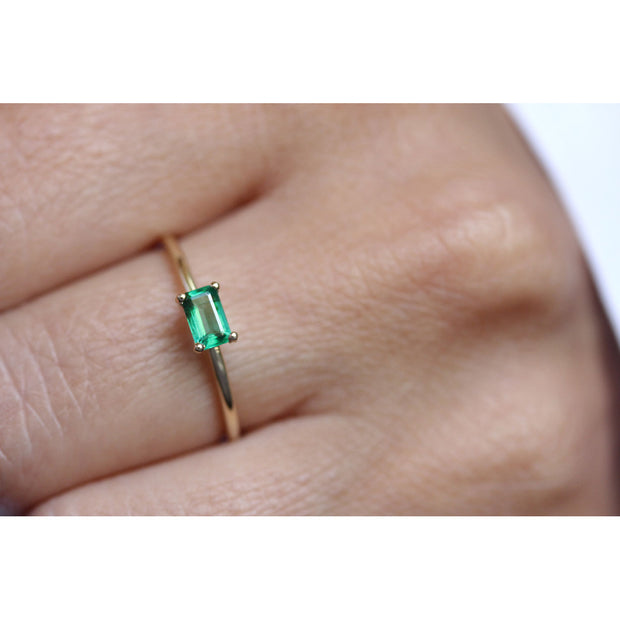 14K Solid Gold Green Emerald Minimalist Ring Model 1