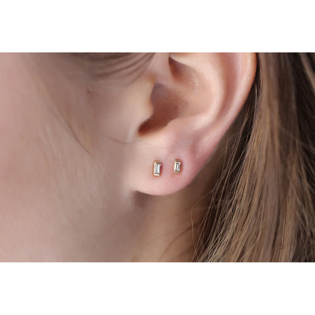 14K Solid Gold Baguette Diamond Studs Model