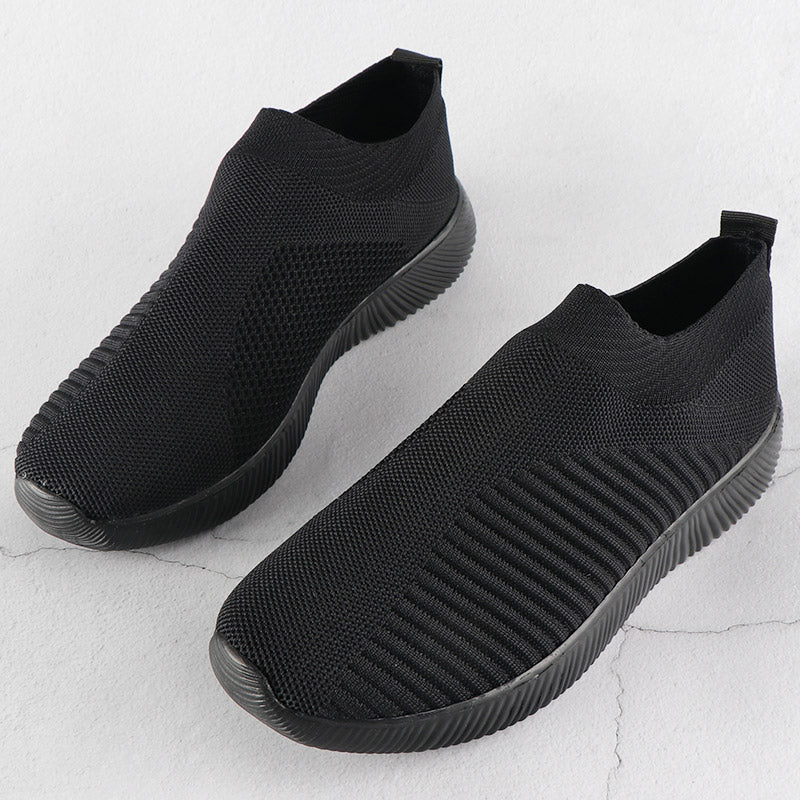 Breathable and comfortable - mesh upper and MD outsole