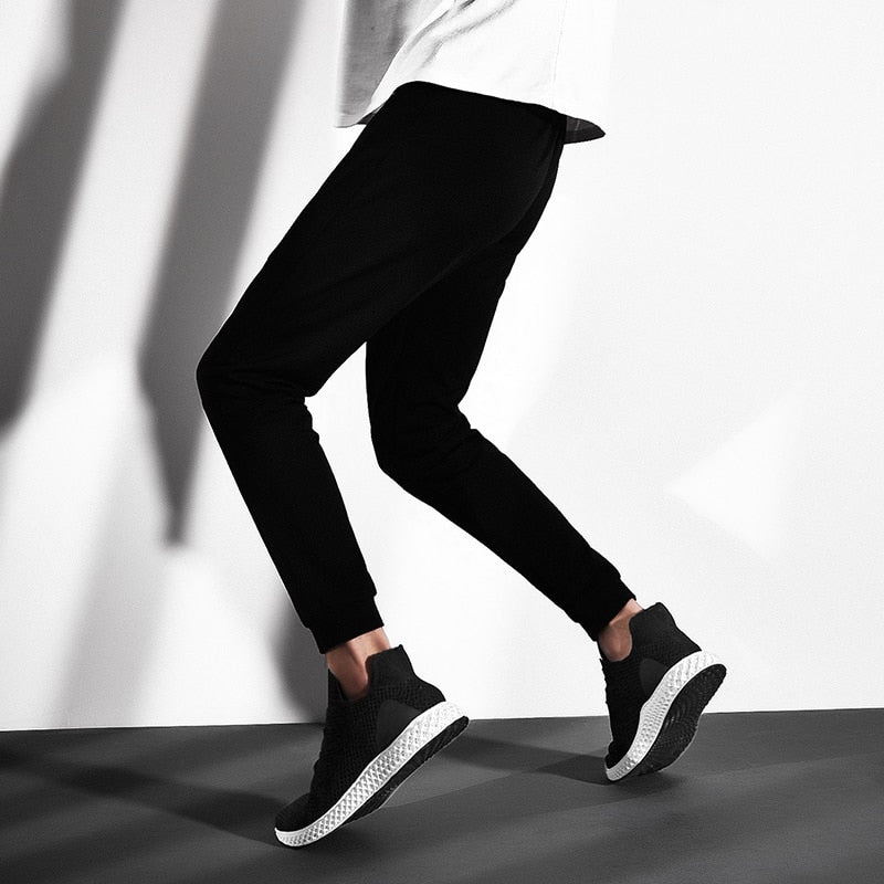 millennial with jeans with black and white sneaker