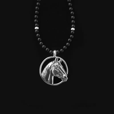 Man o' War Small Onyx Bead Necklace