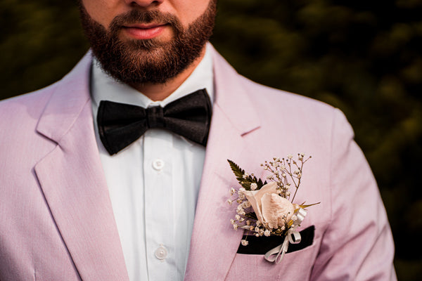 Mandujour bow tie - Photo by Cleyder Duque from Pexels