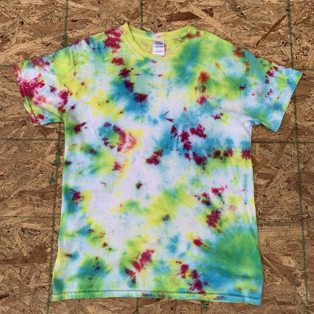 Green Blue Yellow Pink Tie Dye Tshirt | M