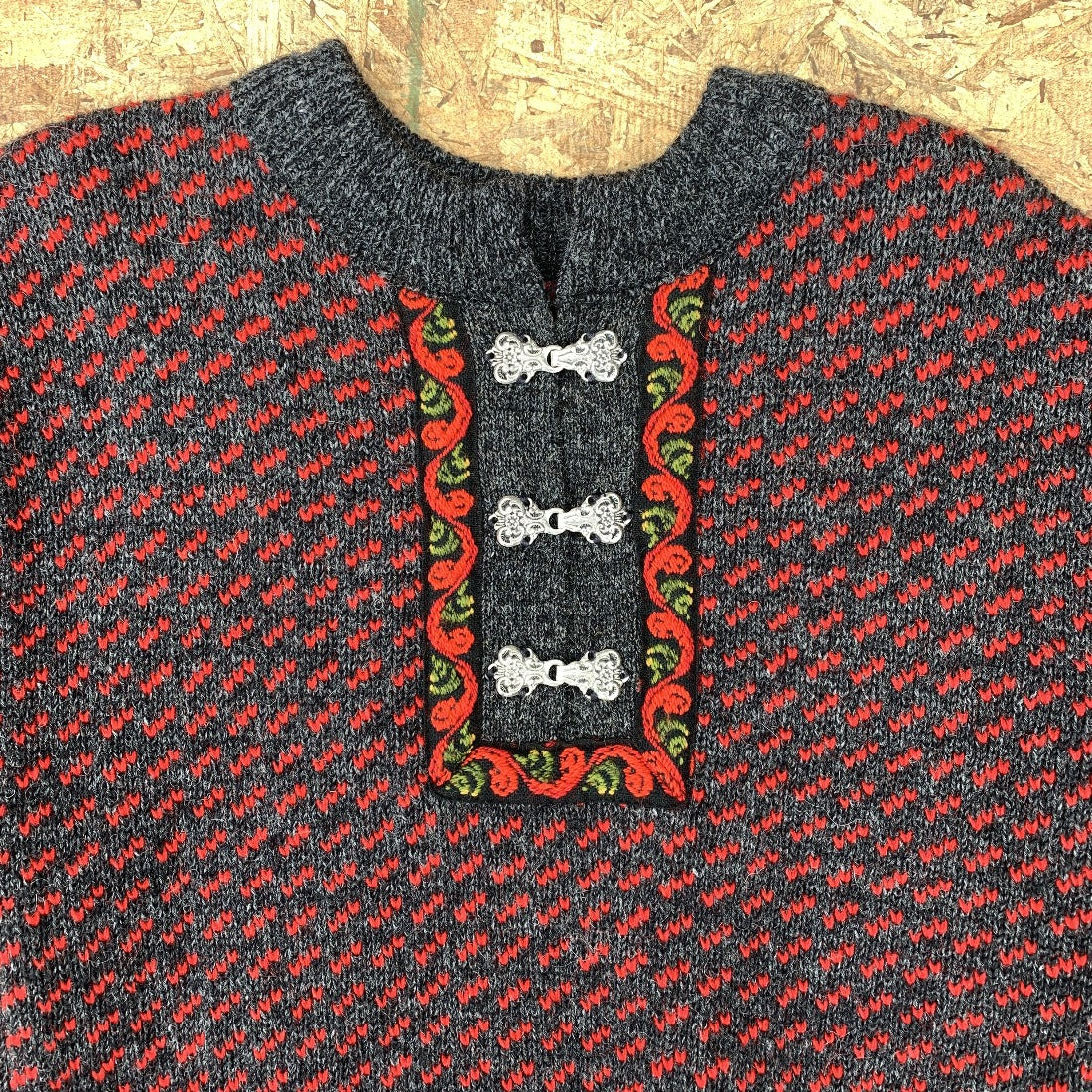 80s Grey Red Wool Sweater Green Accents Clasp Neck | M