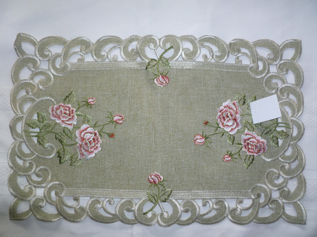 Antique Rose w/green leaf M-H 8937