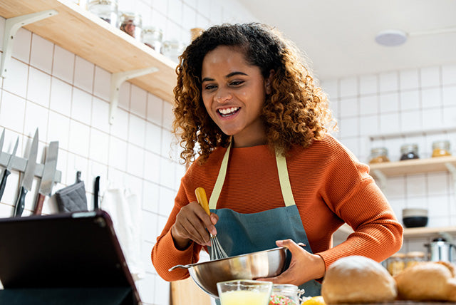 woman streaming cooking