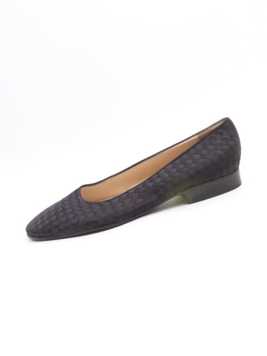 bottega veneta black woven flats. features a leather insole and out sole