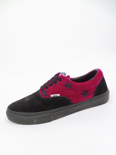 vans x supreme black suede/red wine velvet 'velvet stars era pro' shoes. features 'vans' logo tab at uppers sides and soles heel. embroidered stars at upper.
