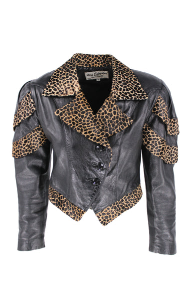 vintage dero enterprises by rocco d'amelio black leather jacket. features giraffe details throughout, cropped fit, black faux gem buttons and shoulder pads.