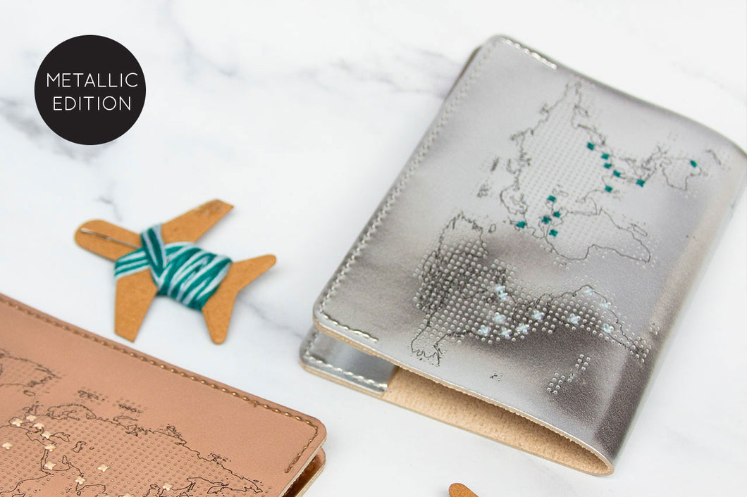 STITCH PASSPORT COVER SILVER
