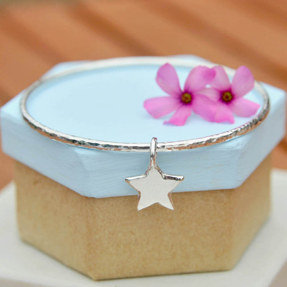 2.5mm Hammered Bangle with Chunky Star Charm
