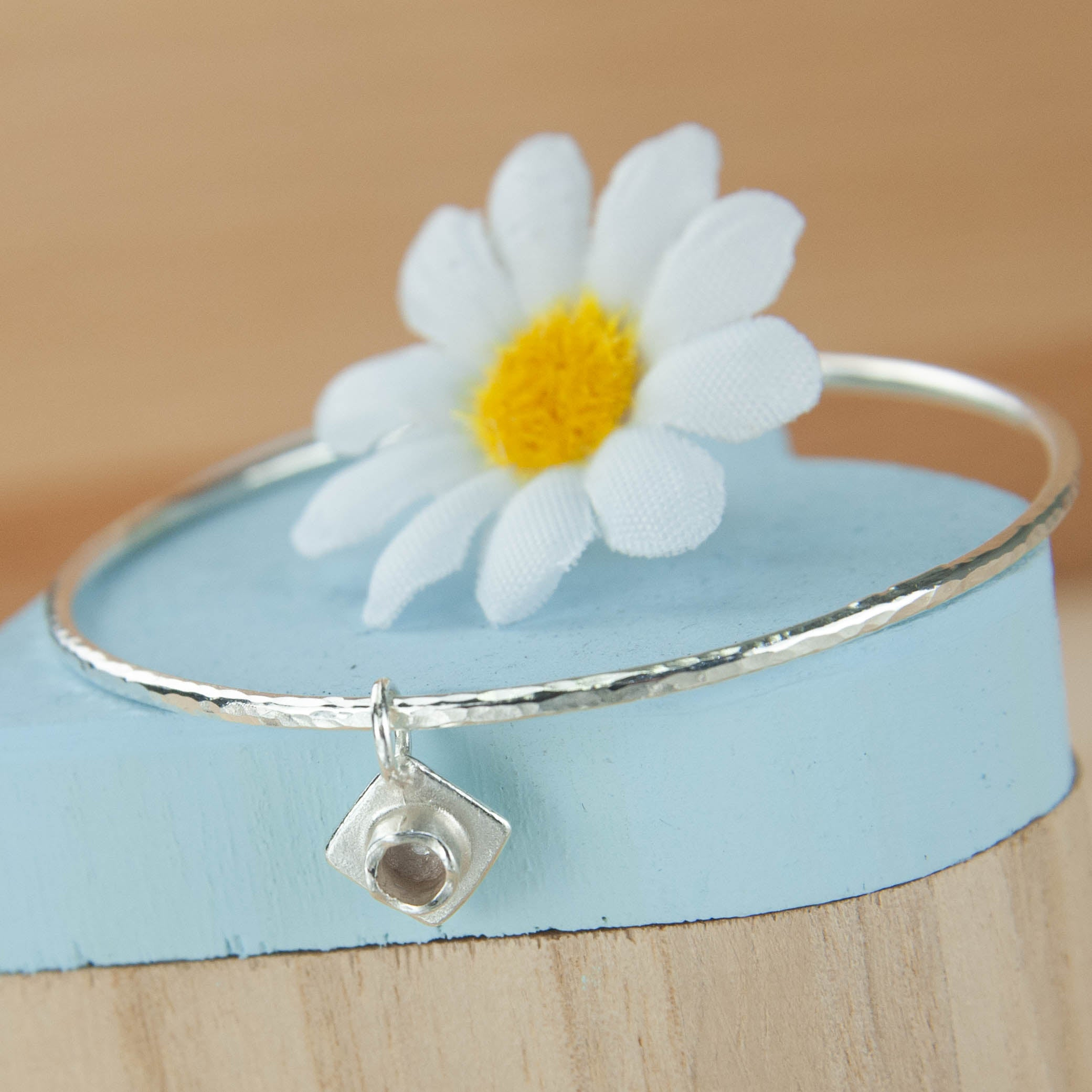 Belle & Bee 2mm Graduation Bangle