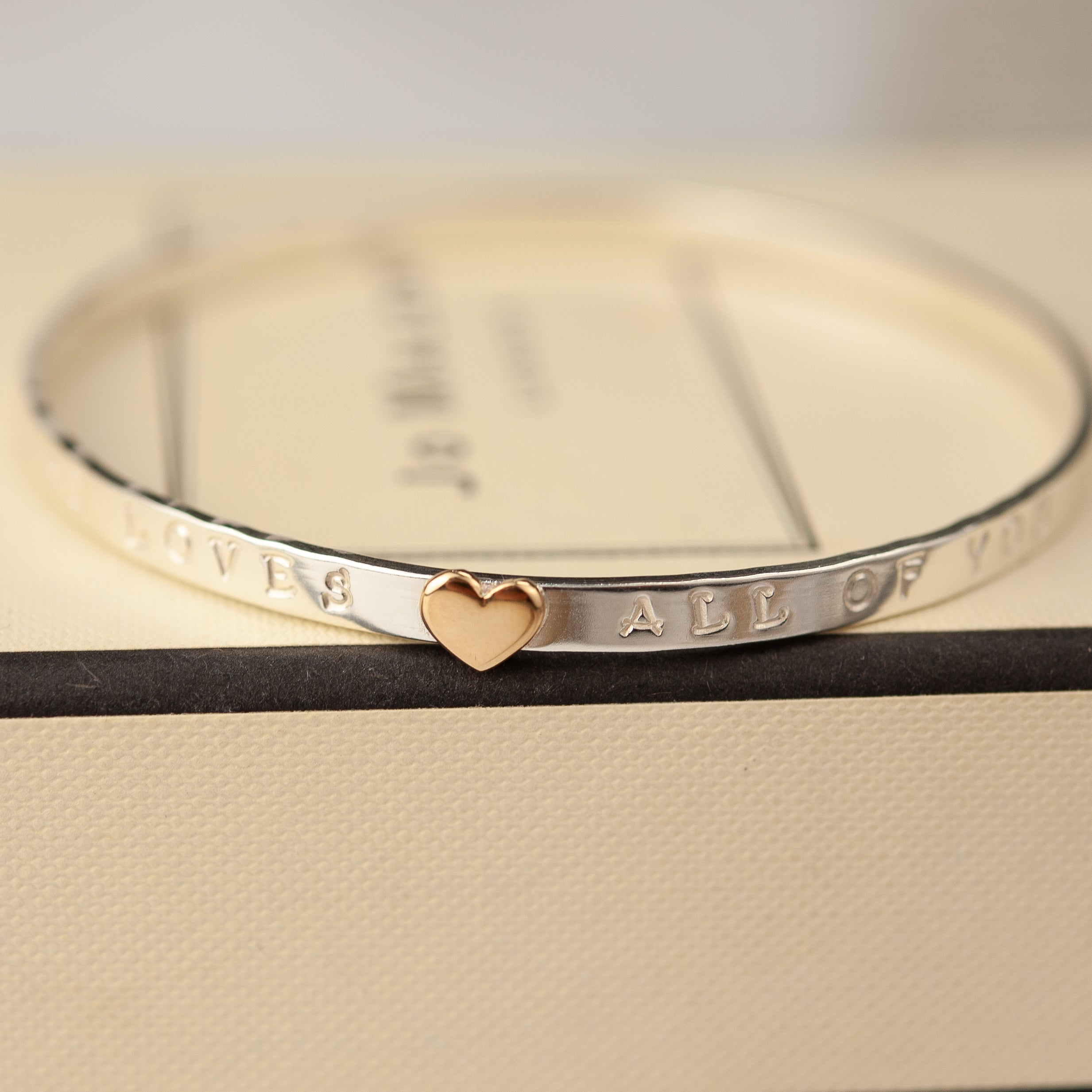 Belle & Bee Message bangle gold heart
