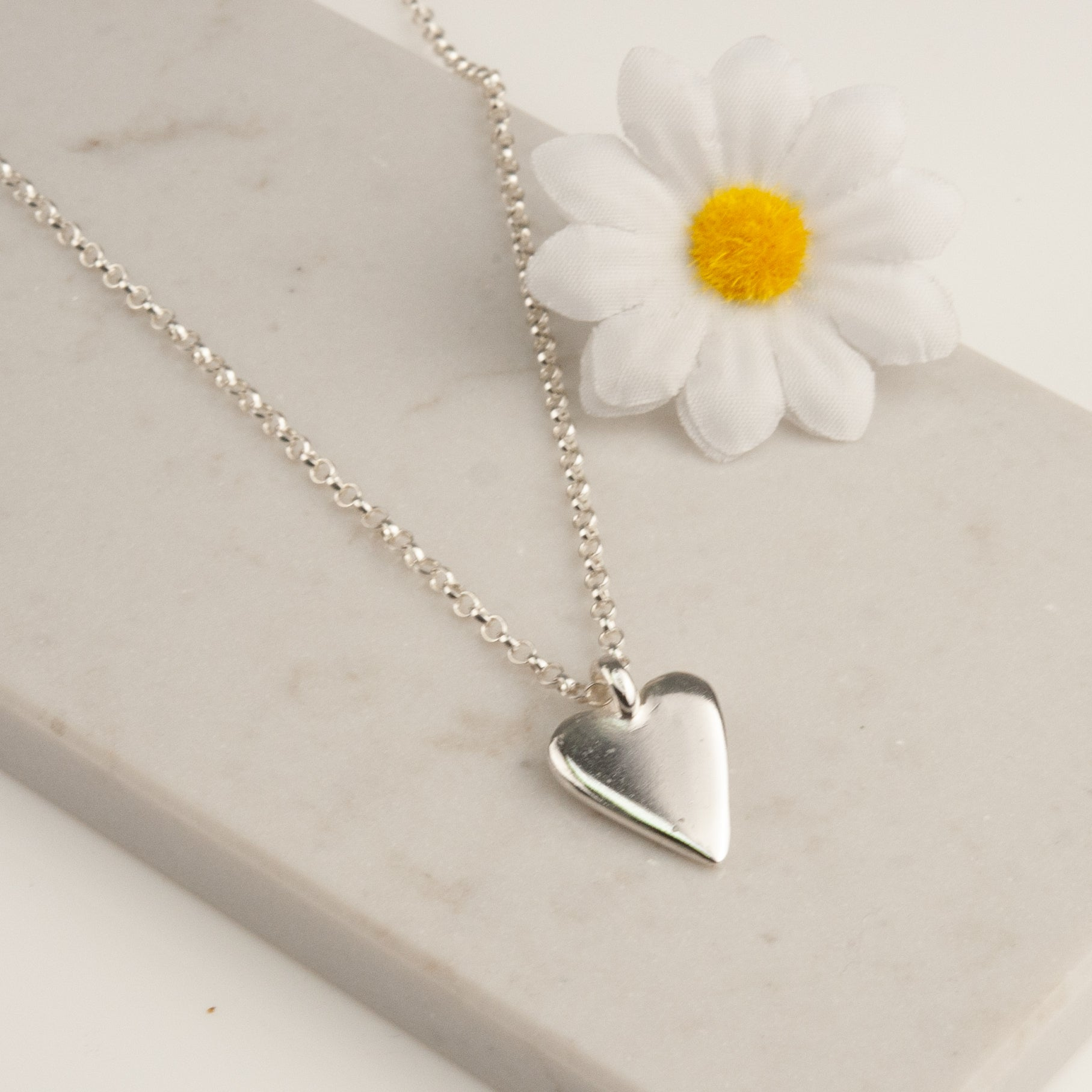 Belle & Bee Belcher necklace with Midi heart charm
