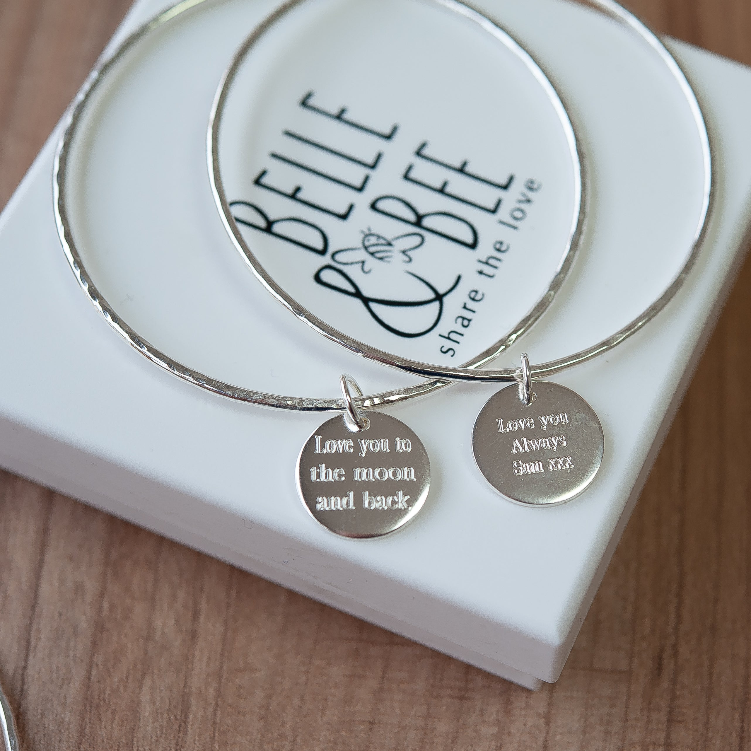 Disc quote bangle
