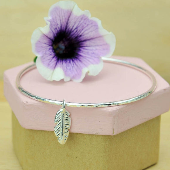 2mm Hammered Bangle with Mini Chunky Feather Charm