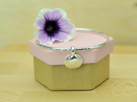 2.5mm Hammered Bangle with Shell Charm