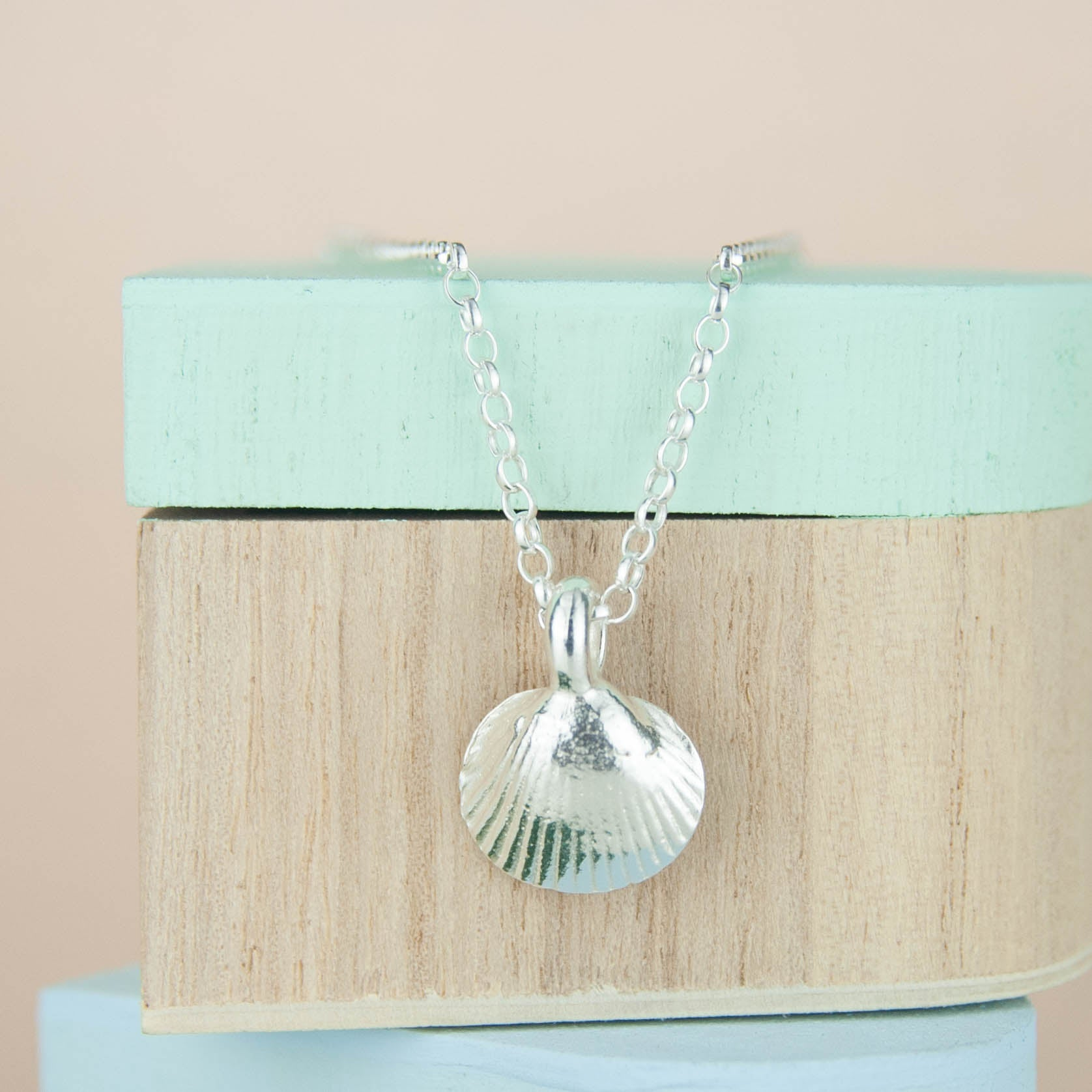 Belle and Bee Sterling Silver Belcher Necklace with Shell Charm