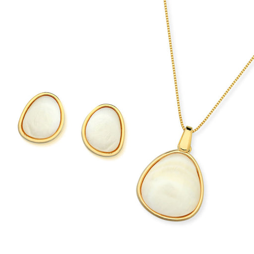 Macau Gold Pendant Necklace in Mother of Pearl