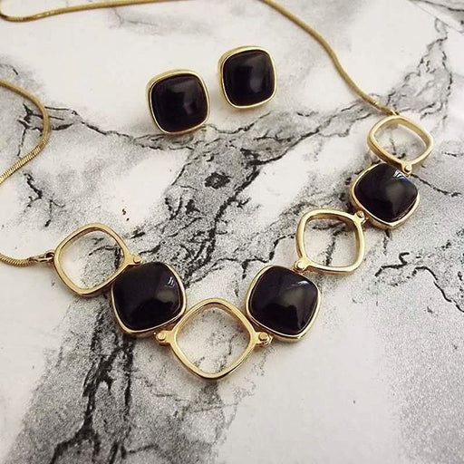 Imperatriz Gold Statement Necklace in Black Agate