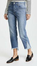 Load image into Gallery viewer, J Brand Women's Wynne Crop Straight Leg Contrast Fray Hem Crop Jeans, Hydra 27 - Luxe Fashion Finds