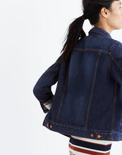 Load image into Gallery viewer, Madewell Women's Classic Denim Jean Jacket Distressed Blue Indigo, Briar - Luxe Fashion Finds