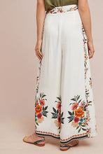 Load image into Gallery viewer, Anthropologie Women's Farm Rio Floral Flared Wide Leg Cropped White Pants - M