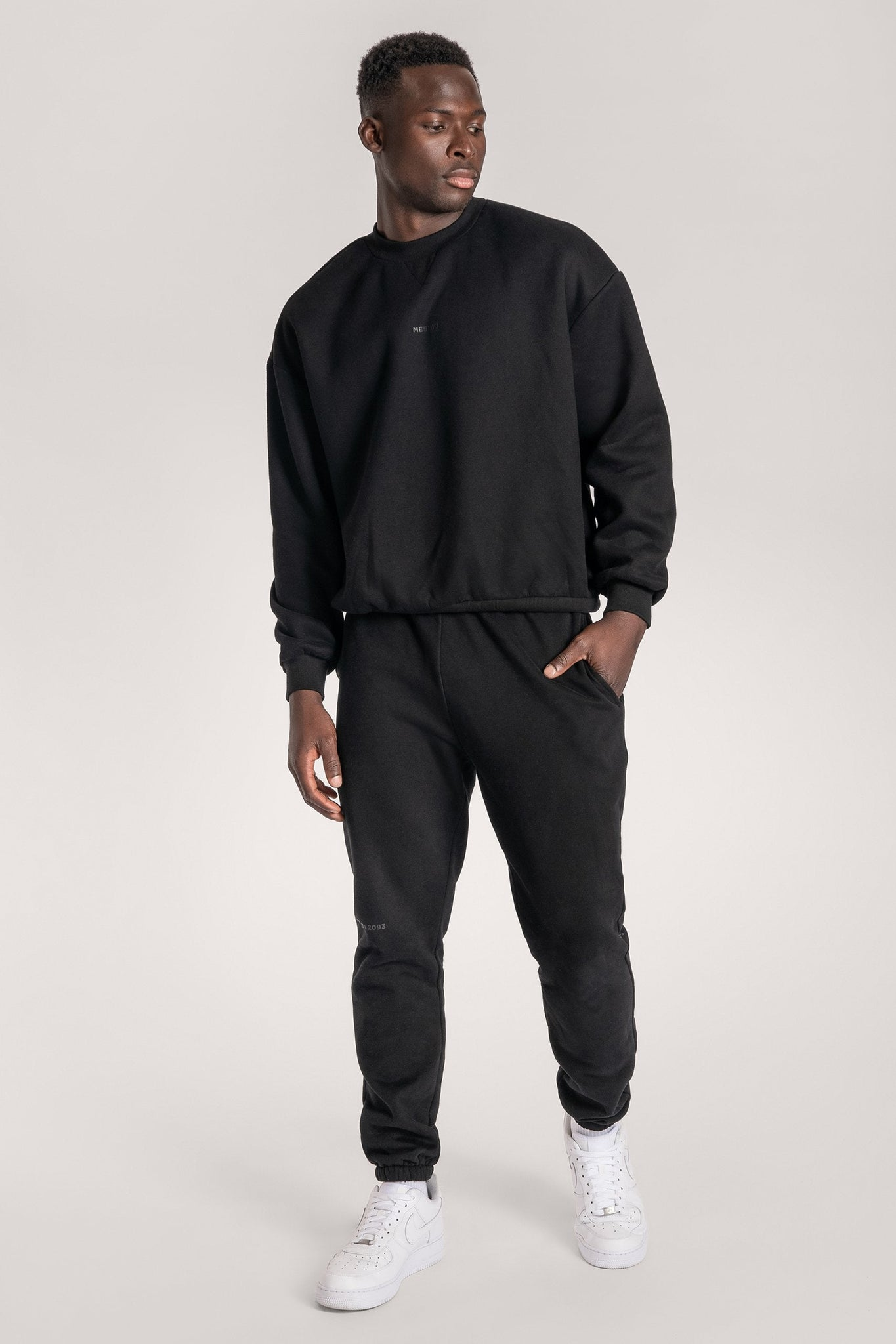 Max Unisex Crew Neck Cosy Sweater - Black - MESHKI