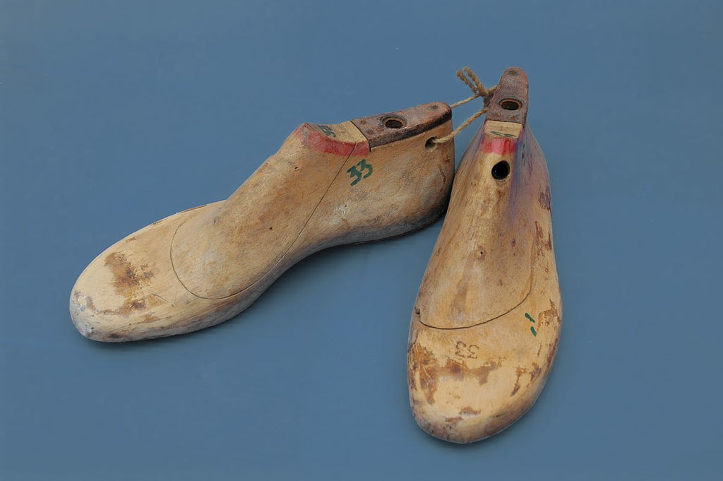 what is a shoe last - wooden shoe last shape