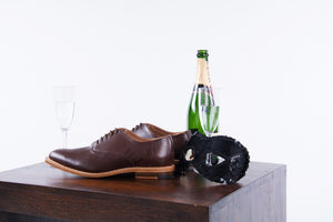 Christmas gifts for men. Christmas gift of men's shoes. Men's shoes for Christmas.