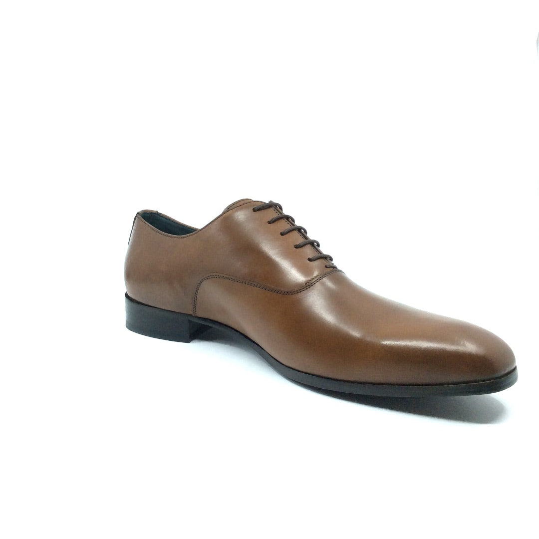This classic high-quality oxford is the perfect compliment to your business or special occasion wardrobe. Enjoy the impeccably handcrafted, closed lacing Amadeo by Angeleone, a timeless and sophisticated shoe for the discerning man.